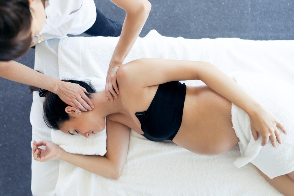 À quel moment de la grossesse faut-il consulter un ostéopathe ?
